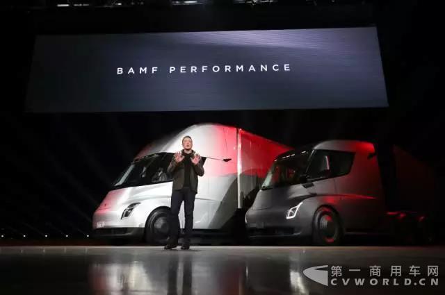 Tesla电动半挂卡车4.jpg
