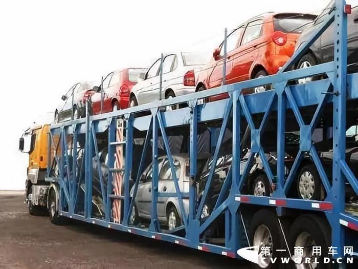 自2016年五部委联合开展车辆运输车治理工作以来,在广大乘用车制造企业、整车物流企业和行业协会的积极支持配合下,已经全面淘汰了�手一�粜幸的�3万多辆不合规车辆运输车。