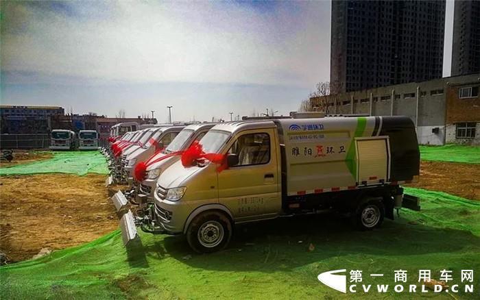 3月7日,宇通环卫10辆3吨路面养护车和5辆YTZ5182GQX20D5高压清洗车顺利交付于商丘市睢阳区城市管理局,该批车辆用于睢阳区新增道路使用以及旧设备的更新。
