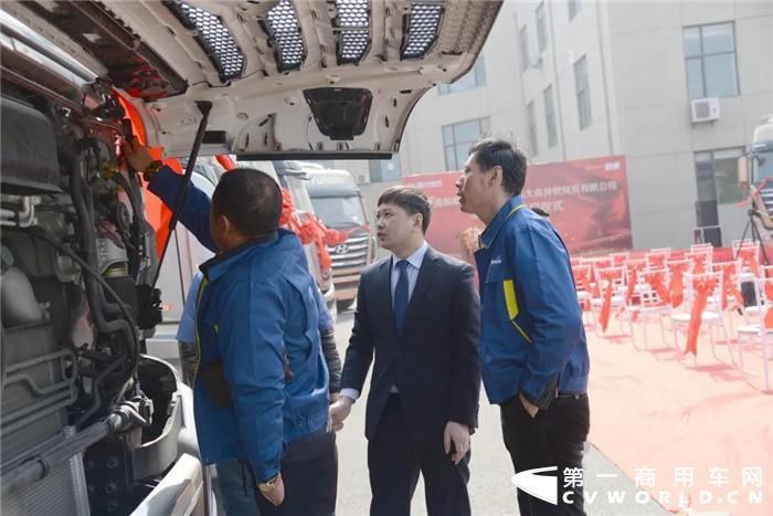2019年3月25日,四川现代创虎交车仪式在辽宁大连举行,14辆全新高品质520大马力创虎成功交付大连鑫畅顺运输有限公司,为其销售再添一笔战绩。