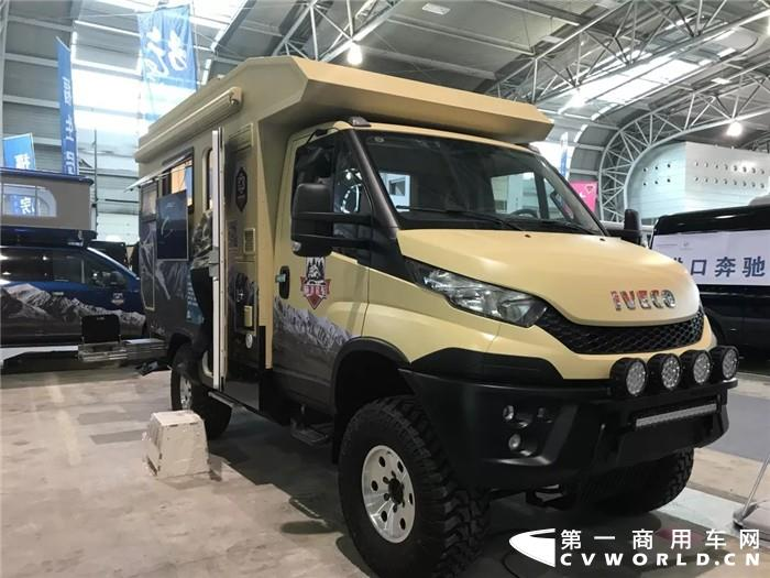 2019中国国际房车旅游博览会暨第19届中国国际房车露营大会于4月26日在上海汽车会展中心开幕,多款进口依维柯亮相现场,短短三天内,迎来众多房车爱好者品鉴、参观。