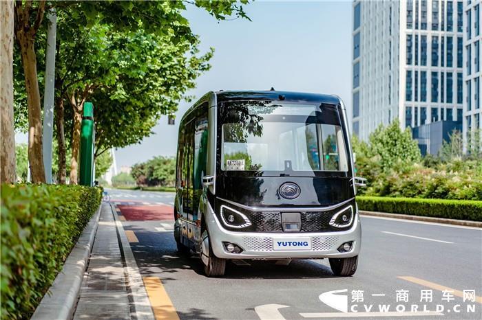 6月4日,郑州宇通客车股份有限公司发布2019年5月产销数据快报。数据显示,5月份,宇通销售各类客车4678辆,环比下降16.79%,同比下降39.57%;生产各类客车4312辆,环比下降16.85%,同比下降40.57%。2019年1-5月份,宇通累计销售各类客车20879辆,同比增长0.57%;累计生产各类客车20020辆,同比下降6.25%。