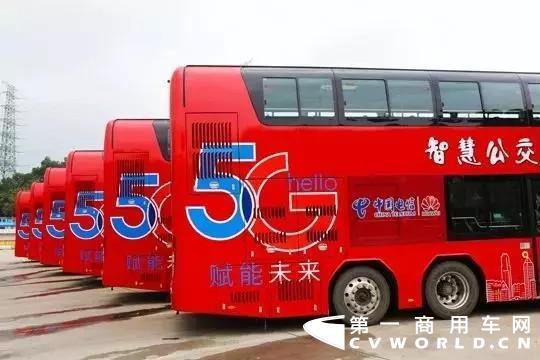5月17日上午,全球首条常规公交5G运营线路正式开通暨黄埔智慧公交产业园揭牌活动在广州黄埔区珍宝巴士公司大观路停车场举行。活动现场,10辆安凯纯电动双层5G巴士正式在广州市黄埔区333路投入使用,使333路成为全球第一条真正意义上实现了全线路、全车队、全运营时段、正常发班运营的5G常规公交线路。