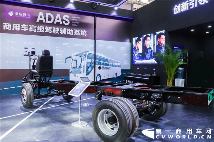 """5月29日,2019北京道路运输展正式开幕。每年的北京道路运输展,各路客车豪杰都在此群英荟萃,无论是新车还是年度规划的发布,都意图在展会中一较高下,刷爆头条。本届展会的参展企业——清智科技有限公司也不例外。此次,清智科技携多款拳头产品亮相,并展出多款商用车先进辅助驾驶系统的核心零部件,推出""""无人驾驶""""控制系统创新性解决方案,在众多展品中实力吸睛。"""