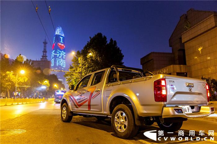 7月18日,长城皮卡风骏7柴油国六举行上市发布会,全国核心媒体一同领略了柴油国六皮卡的产品魅力,并一同倡议有条件的城市全面解禁皮卡,感受城市用车新风尚。9.28万元的起售价,成为目前中国市场上唯一一款10万元以内的柴油国六皮卡。长城皮卡也成为中国第一个,也是目前唯一一个同时拥有汽柴油国六皮卡车型的皮卡品牌。