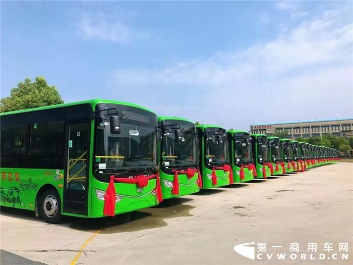 9月10日,安徽江淮汽车集团股份有限公司发布2019年8月产销快报。快报显示,江淮汽车8月份销售各类汽车及底盘26347辆,同比下降28.16%;生产各类汽车及底盘28145辆,同比下降24.77%。