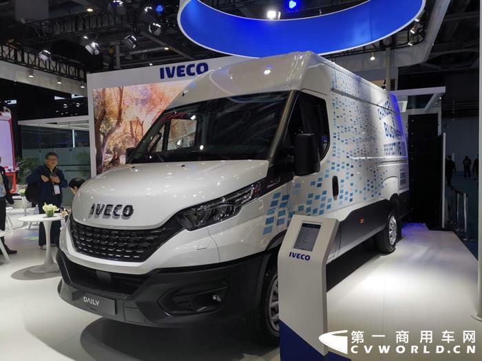 在第二届中国国际进口博览会上,依维柯火力全开,带来5款整车产品和2款发动机,New Daily 2020也重磅亮相。这是否意味着,依维柯计划2020年在中国市场集中发力呢?对于这一问题,在进博会现场,第一商用车网采访了依维柯中国区负责人Tommaso Croce,并得到了肯定的答复。Tommaso Croce认为,2020年或将成为依维柯中国近几年的销量高点。