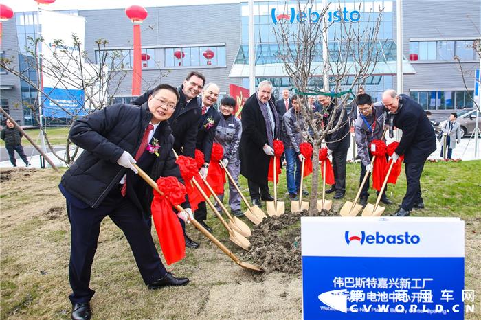 全球创新系统合作伙伴伟巴斯特,今日在浙江省嘉兴市隆重举行嘉兴新工厂及新能源动力电池系统研发中心的落成仪式。