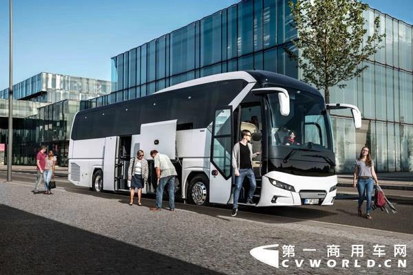 匈牙利公交运营公司Volánbusz再次订购了一大批尼奥普兰Tourliner客车。四年来,Volánbusz公司先后4次采购尼奥普兰客车,打造了成功合作的典范。29辆全新尼奥普兰客车将于今年夏季实现交付,并将在匈牙利各地投入运营。