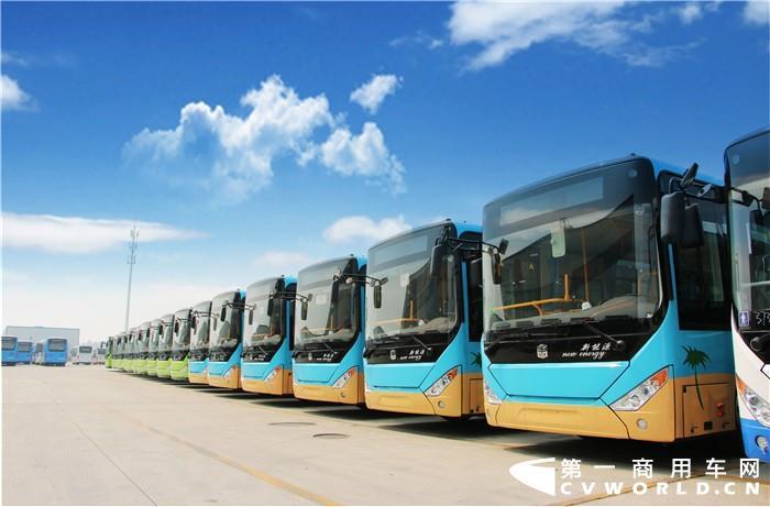 """在经历""""七连降""""后,新能源客车市场终于迎来今年首次同比正增长!据中国客车统计信息网数据显示,2020年8月,我国销售6米以上新能源客车(含出口)4922辆,同比增长39.2%;2020年1-8月,我国累计销售6米以上新能源客车28329辆,同比降幅还有36.8%。"""