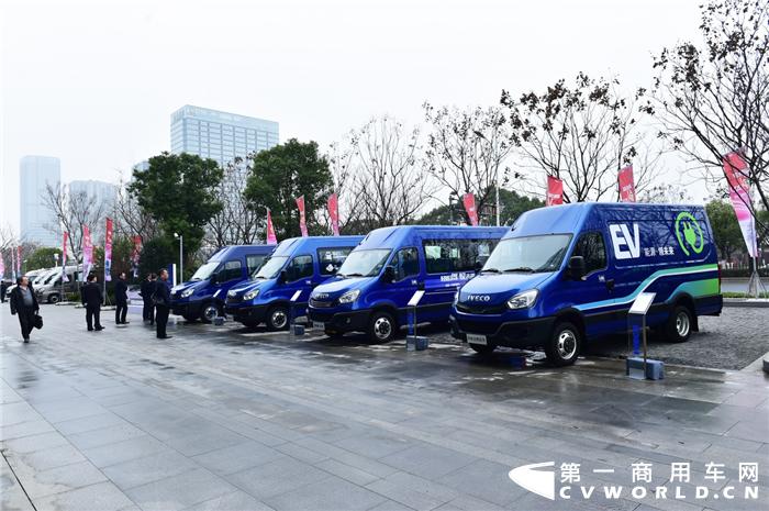 """11月7日,上海汽车集团股份有限公司(以下简称""""上汽集团"""")公布2020年10月产销快报。快报显示,10月份,上汽集团销售各类汽车596719辆,同比增长9.61%;生产各类汽车602958辆,同比增长3.06%。1-10月,上汽集团累计销售汽车4209947辆,同比下降15.09%;累计生产汽车4140257辆,同比下降16.04%。"""