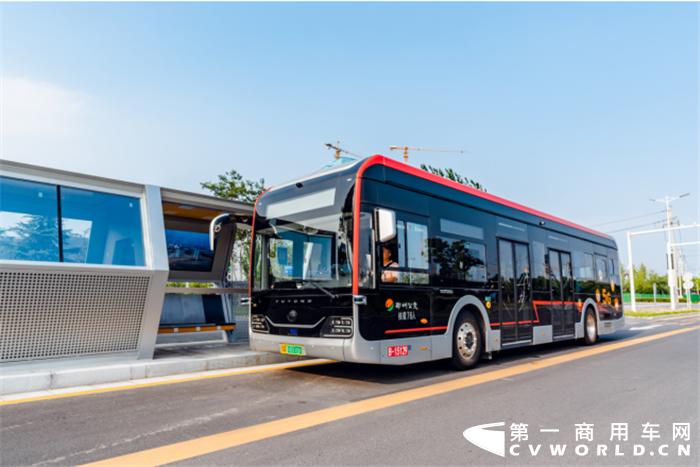 2020年11月11-13日,2020年世界智能网联汽车大会在北京举行。在车展期间,宇通客车智能网联设计院院长林明接受专访,从多角度阐述了智能网联客车应用场景、及未来发展前景。