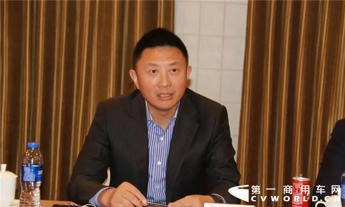 """11月16日,""""科技创新 氢动蓝天 华菱星马携手上海轻程、重塑科技氢燃料重卡合作签约仪式""""在杭州顺利举行,60辆氢燃料电池重卡成功签约,这标志着华菱星马在新能源重卡发展上开启了一个新的阶段。"""