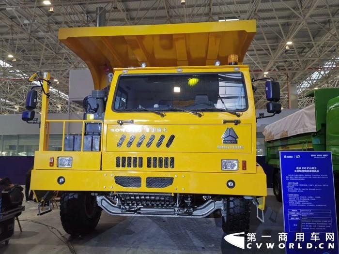 """年会大戏开场了:11月20日,以""""新时代 新科技 新重汽""""为主题的中国重汽集团2021年云商务大会在济南举行。活动现场,重汽共展出了28款展车,款款都是重磅产品。"""